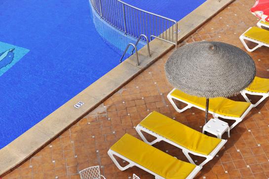Fortuna resort appartamenti e villaggi turistici las for Sdraio bordo piscina